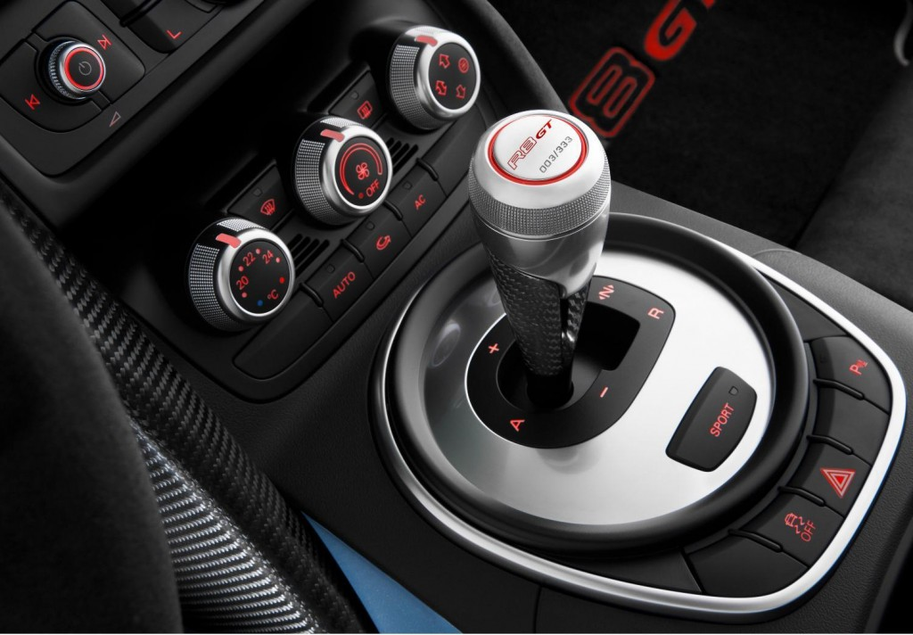 Gear changes in the R8 GT Spyder are handled by the R tronic sequential manual transmission