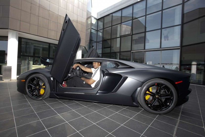 Jonah Lomu proves there is plenty of room in the new Lamborghini Aventador