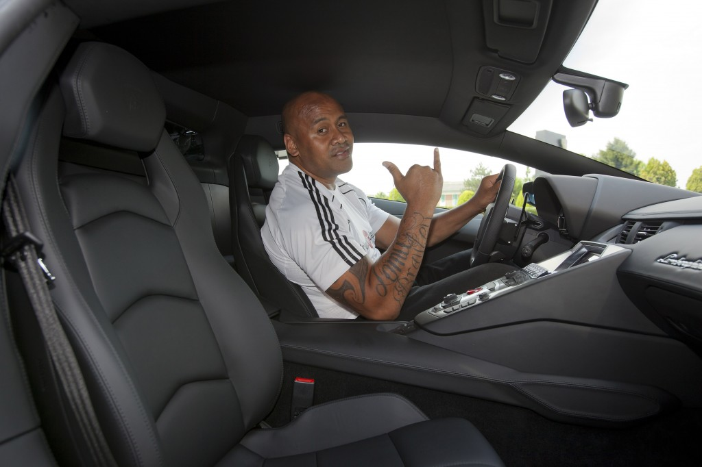 Jonah Lomu shows there is pleanty of room in the new Lamborghin Aventador