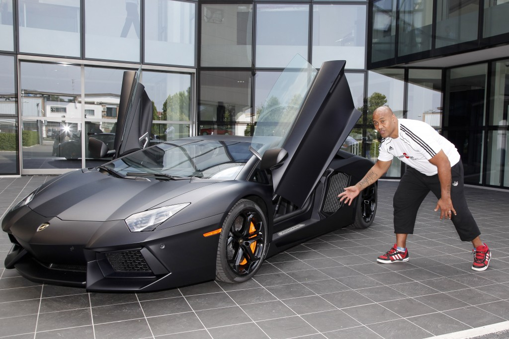 World rugby legend Jonah Lomu visits Lamborghini to see the new Aventador