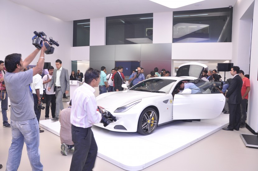 Ferrari FF and 458 Italia debut in New Delhi, India