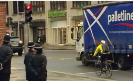 More than half of cyclists jump red lights according to IAM