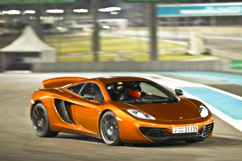 Video: Sand to circuit to city – McLaren celebrate new Abu Dhabi showroom