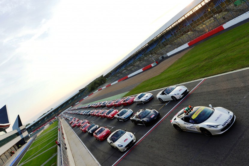 Video: Ferrari World Record convoy of 964 cars at Silverstone
