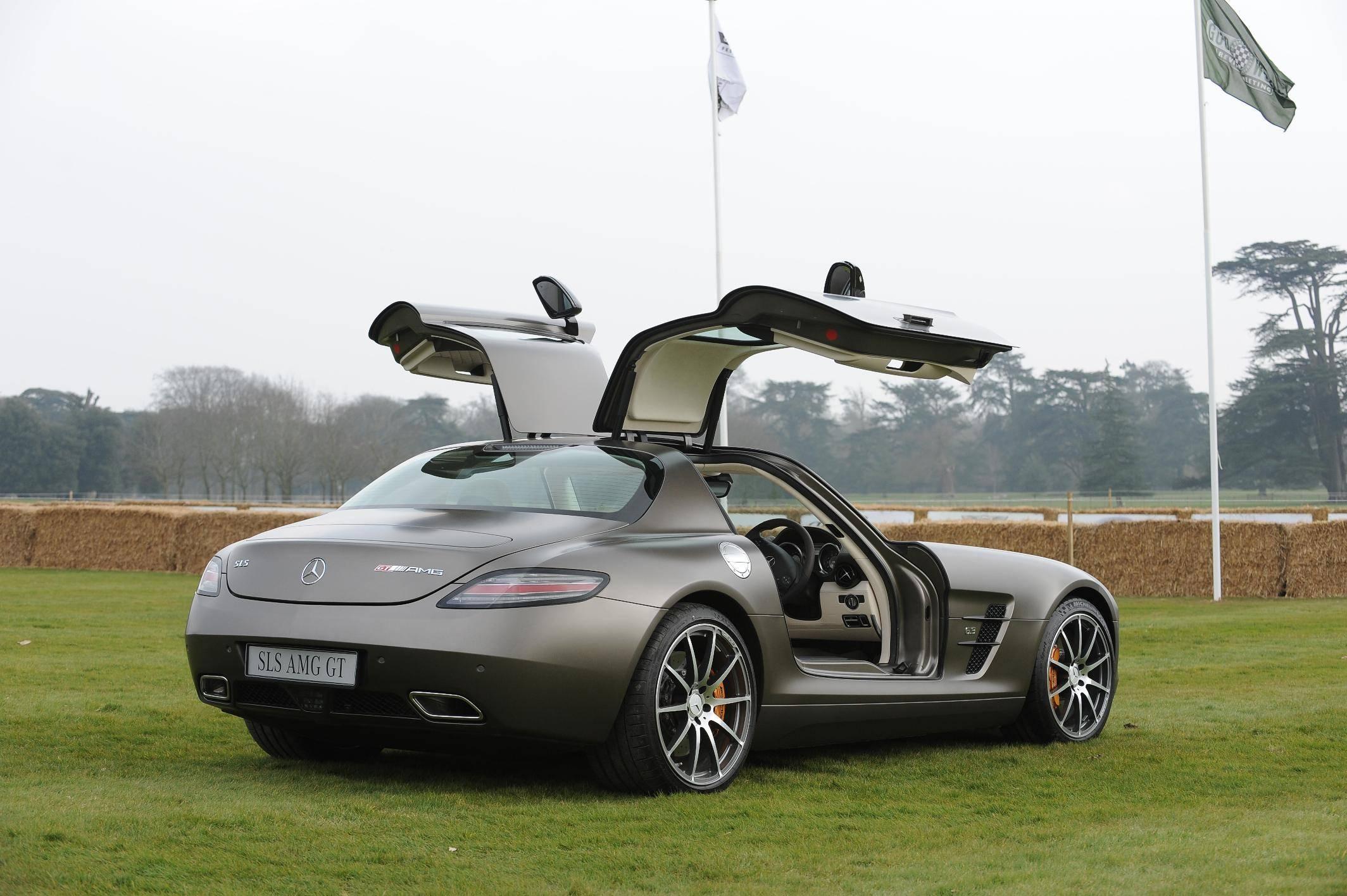 Sls doors up 2015 mercedes benz sls amg gt final edition for Mercedes benz sls amg gt coupe