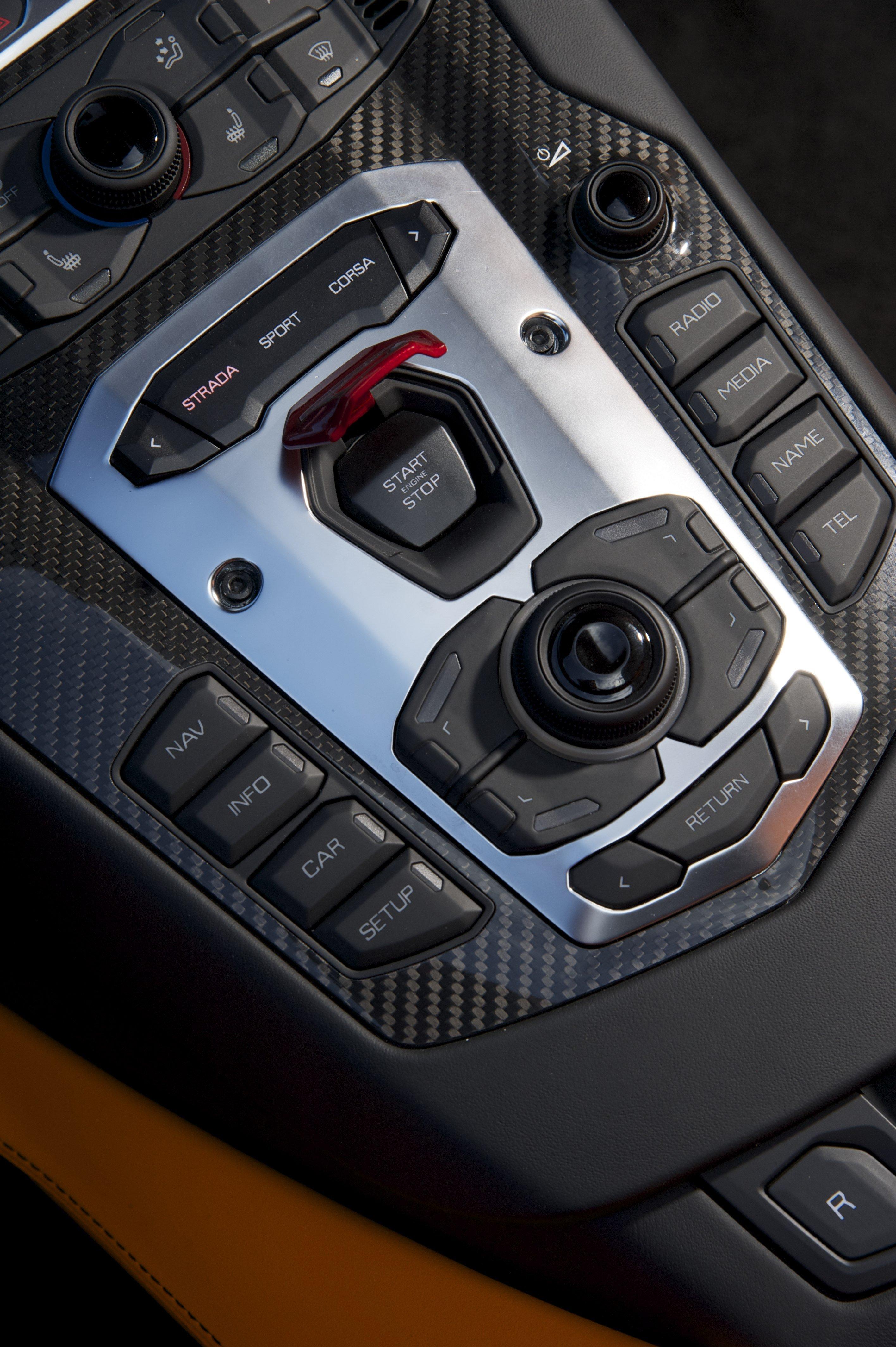 Lamborghini Aventador | MotoringChat