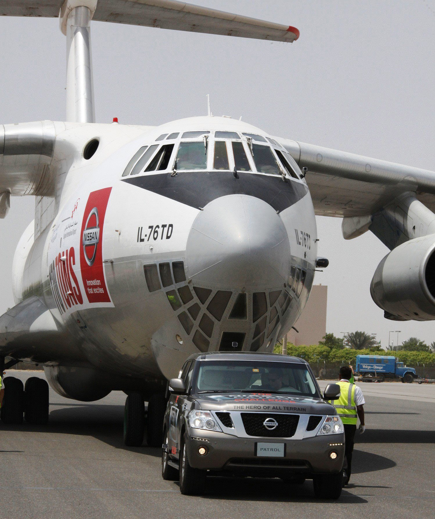 Nissan Patrol pulls a cargo plane to get Guinness World Record