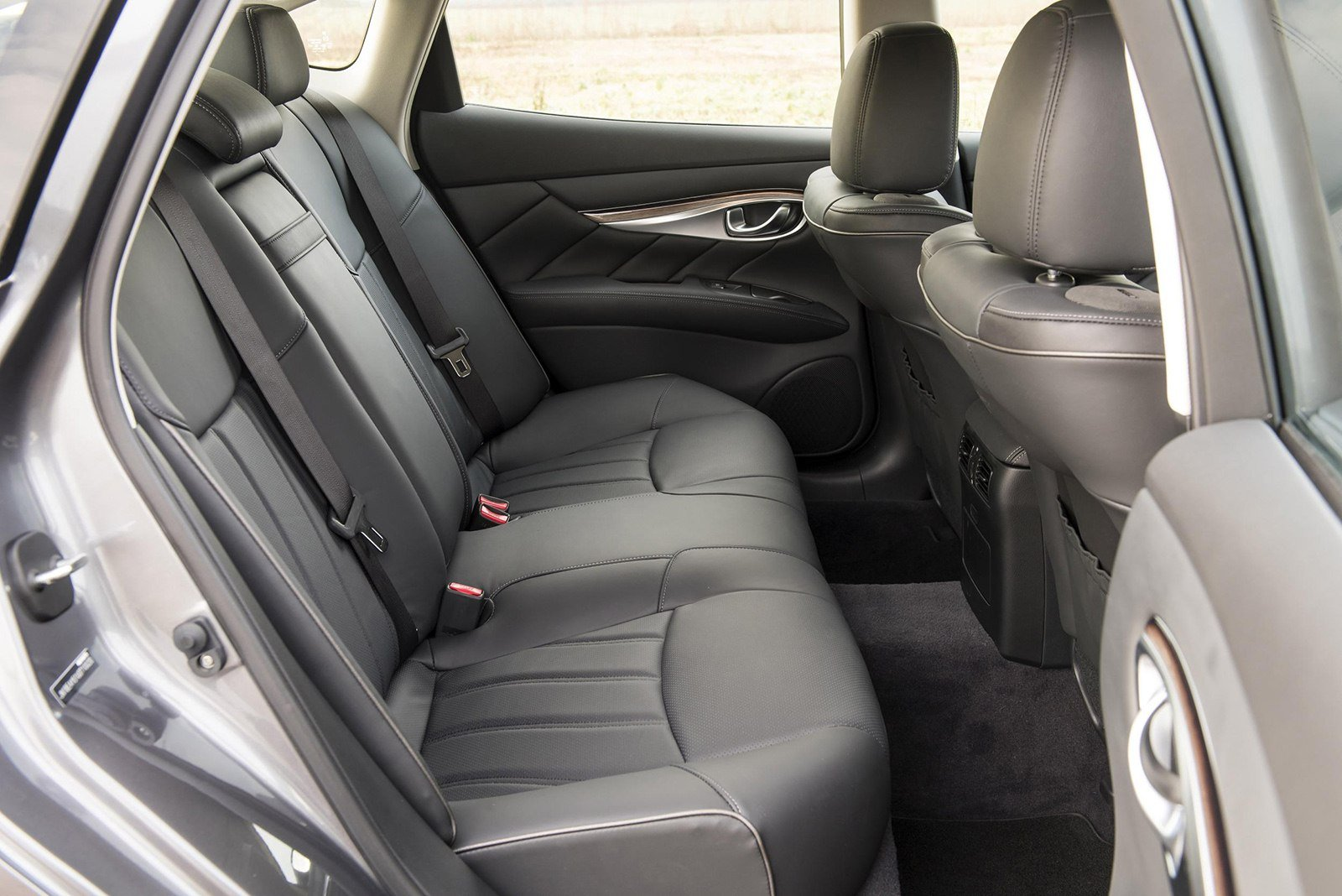 Infiniti Q70 Rear Seating