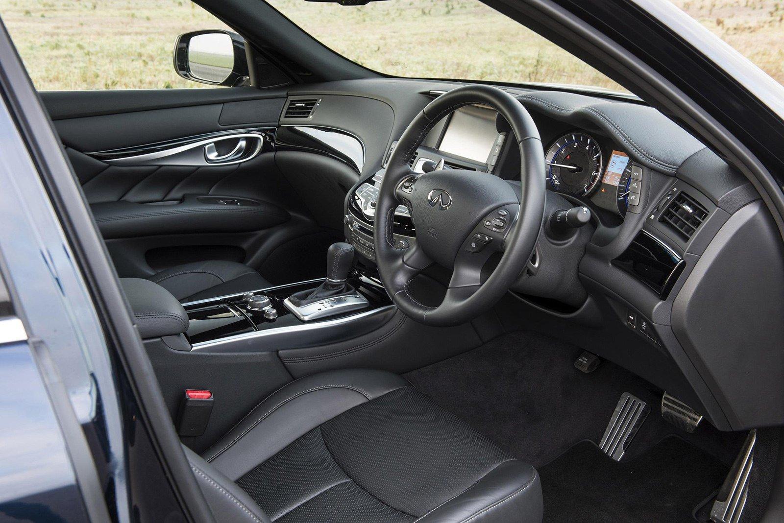 Infiniti Q70S Interior