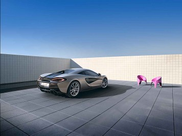 McLaren 570S Coupé Rear Quarter View