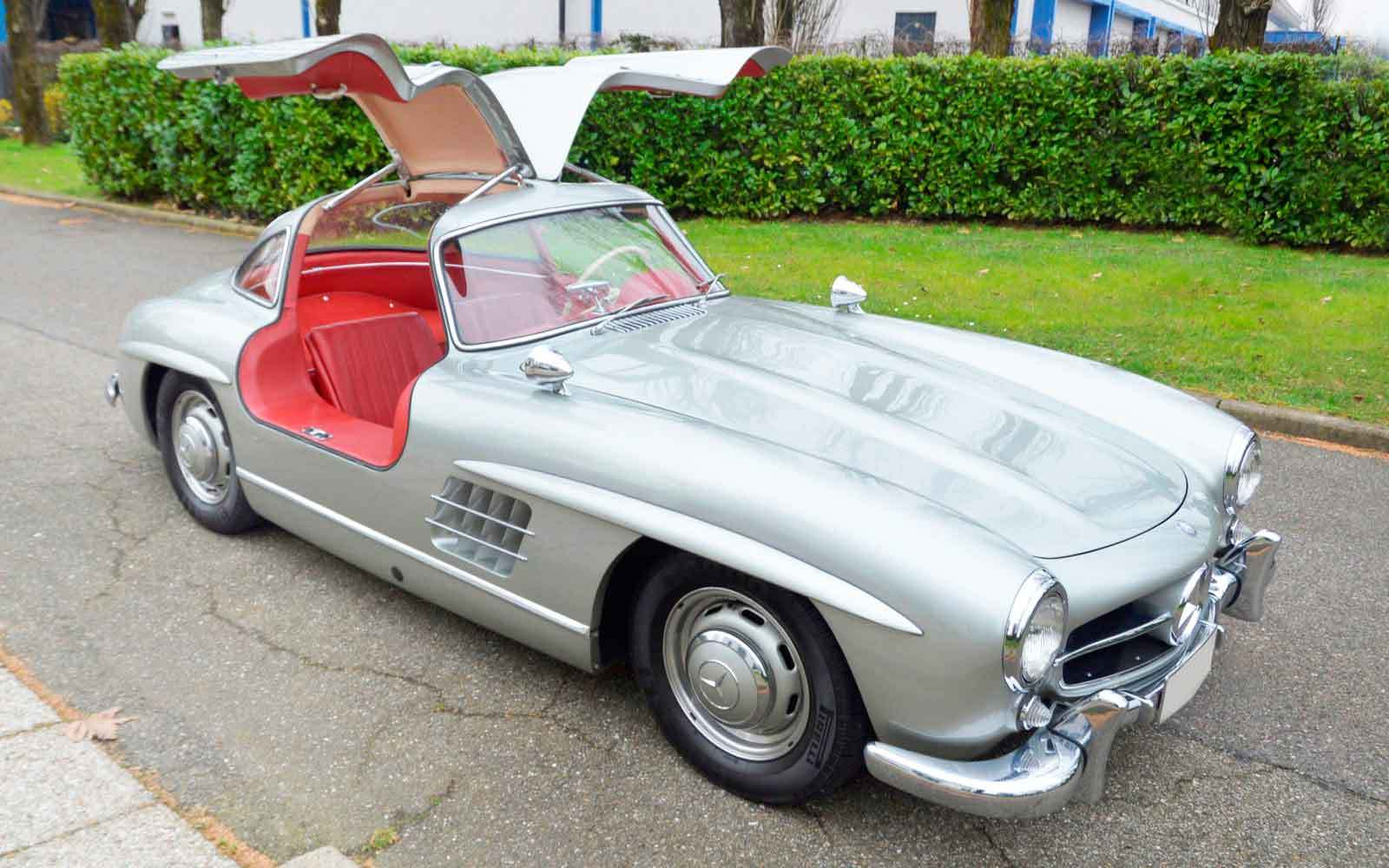 Porsche 959 and 300sl gullwing help coys auction make over for Mercedes benz gullwing 1955
