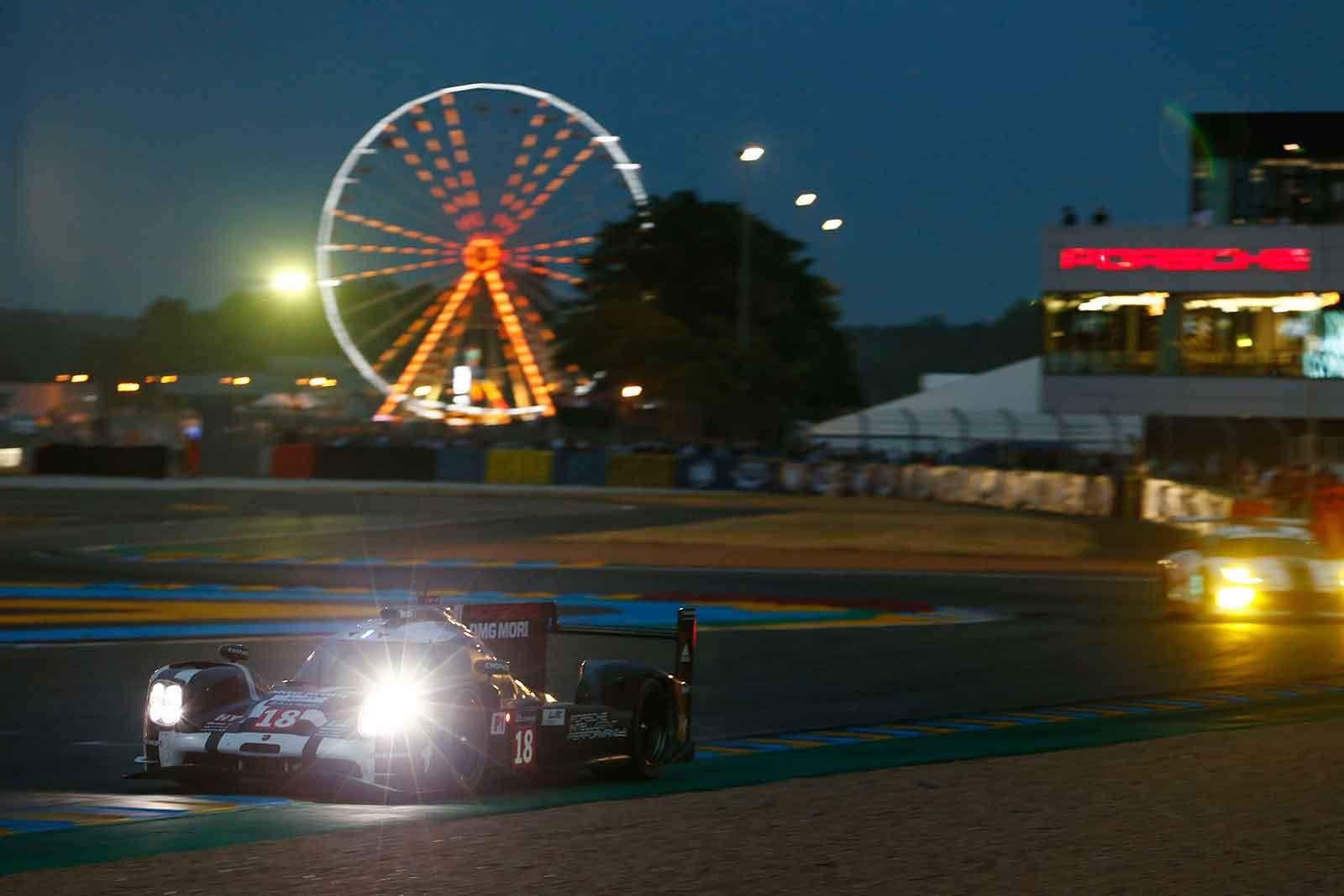Le Mans Porsche 919 Hybrid qualifying at night (18), Porsche Team: Romain Dumas, Neel Jani, Marc Lieb