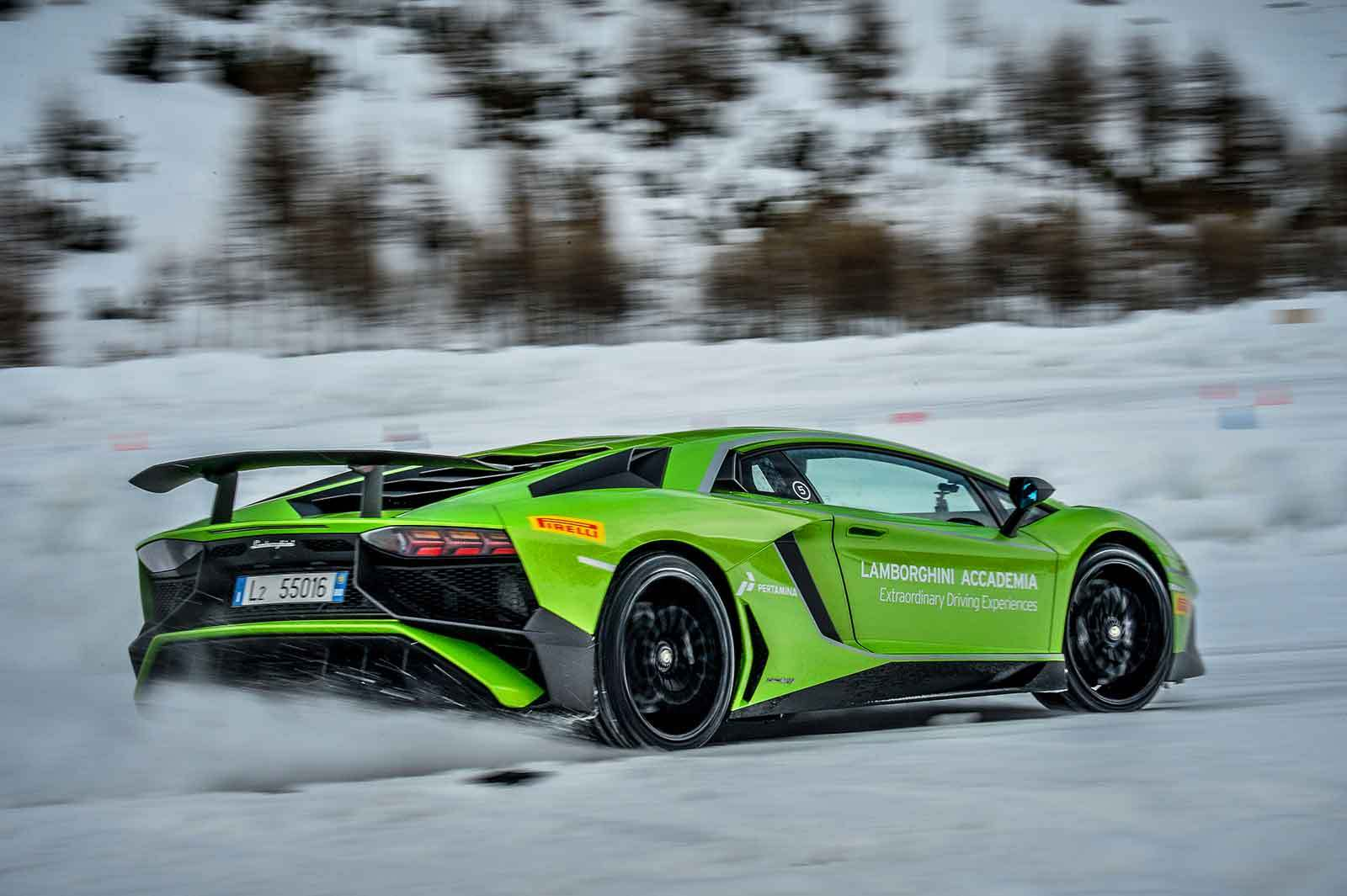 Driving the Lamborghini Aventador SV in the snow